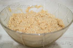 Перемешанный арахис с сиропом
