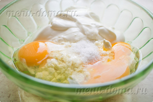 Творог с яйцами и сметаной