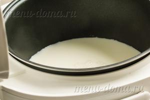 Молоко в чаше мультиварки