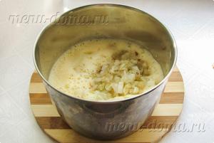 Взбитые яйца, кефир и начинка