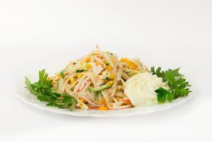Постный крабовый салат с морепродуктами