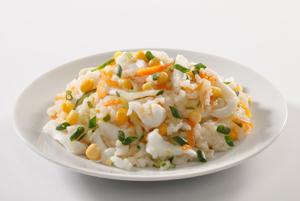 Постный салат из кальмаров и риса