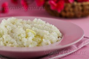 Фото рисовой каши на воде в мультиварке перед подачей