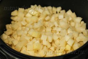 Картофель с говядиной и лукой в мультиварке