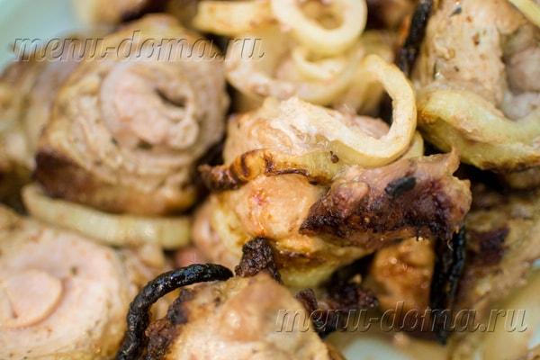 Вкусный свиной шашлык, маринованный в минеральной воде