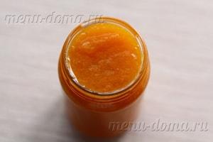 Пряные булочки с абрикосовым джемом