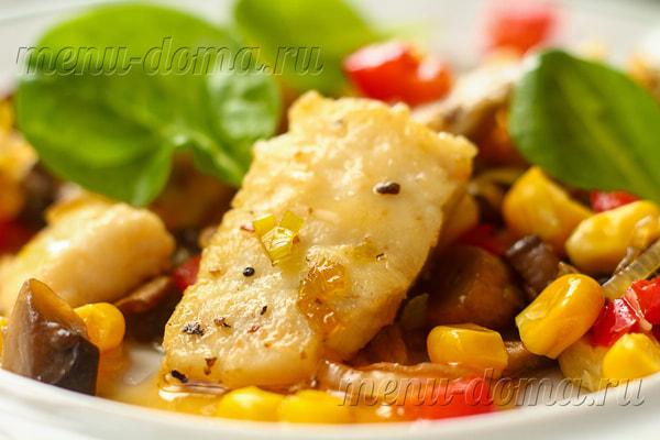 Камбала, обжаренная с овощами и свежими шампиньонами