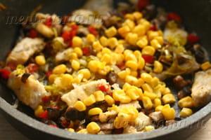Добавляем ингредиенты на сковороду